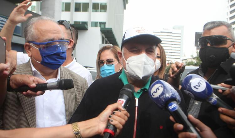 Fiscalía prohíbe de salir de Panamá a expresidente Martinelli
