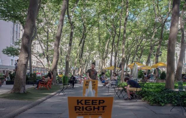 Los espacios públicos no fueron diseñados para pandemias; Nueva York está intentando adaptarse
