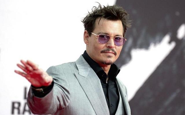 Demanda de Johnny Depp contra 'The Sun' por difamación sigue en pie