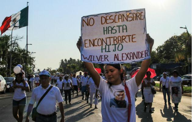 El titular de la Unidad para el caso Ayotzinapa de la FGR, Omar Gómez Trejo, anuncia la identificación de los restos. Fotos: EFE/Archivo.