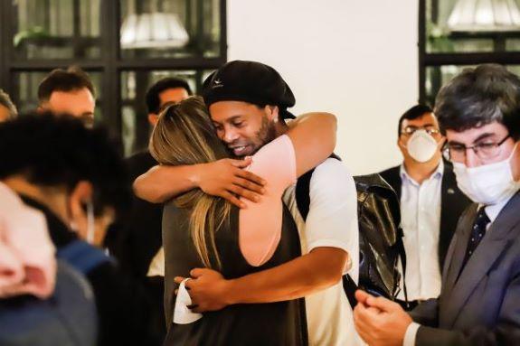 Ronaldinho lleva cinco meses de reclusión en Paraguay