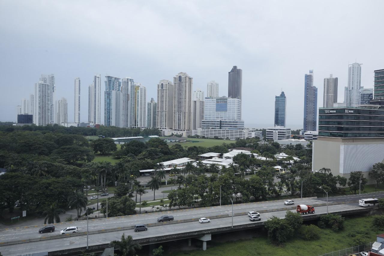 Panamá busca revertir la escalada de casos de la COVID-19 que tiene al país bajo la lupa de medios y autoridades internacionales