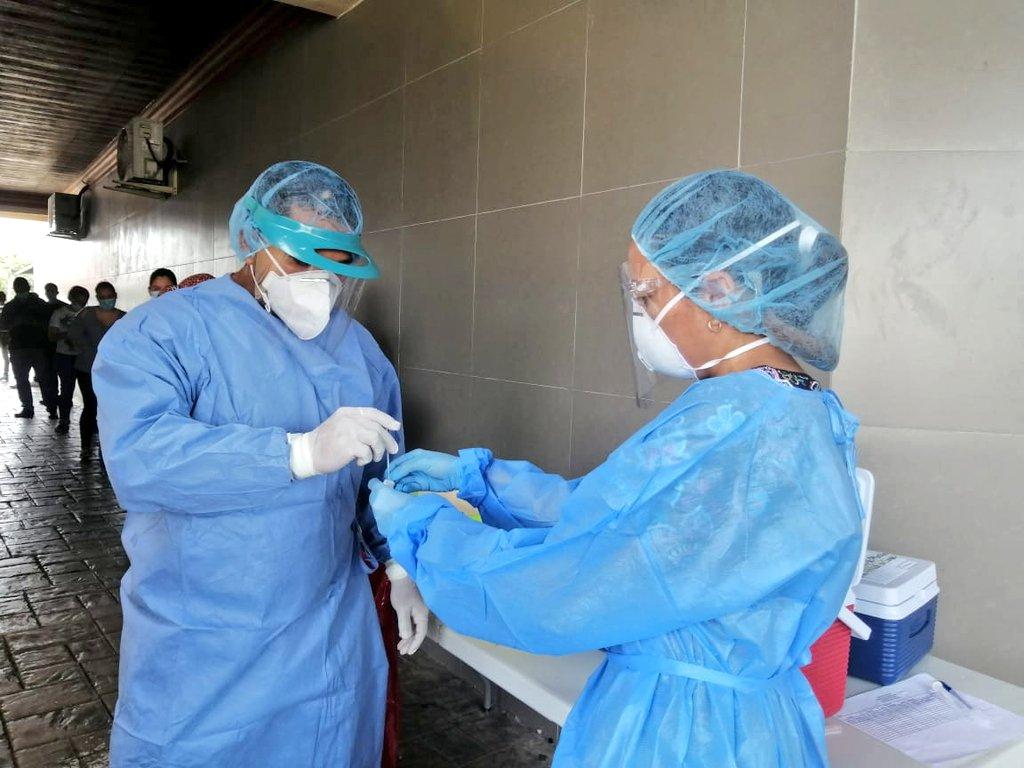 Más de 4,000 trabajadores de la salud se han contagiado de COVID-19, afirma gremio médico