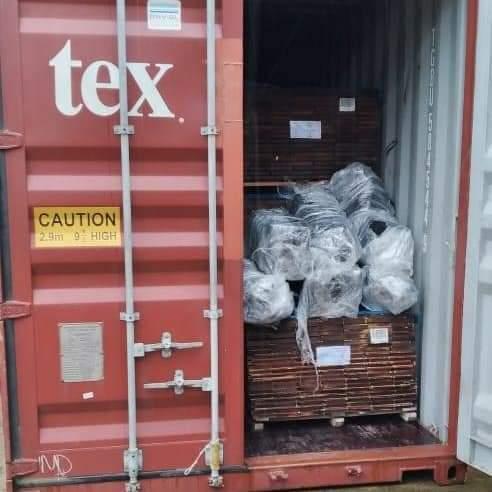 Incautan más de 300 paquetes de droga en un contenedor en un puerto marítimo de Colón