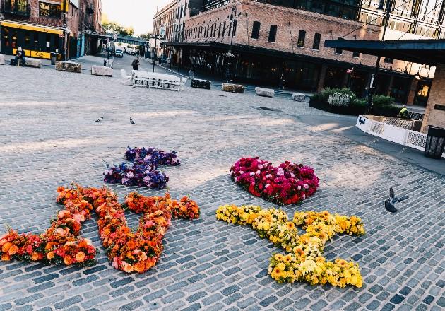 Esparce alegría con sus corazones florales
