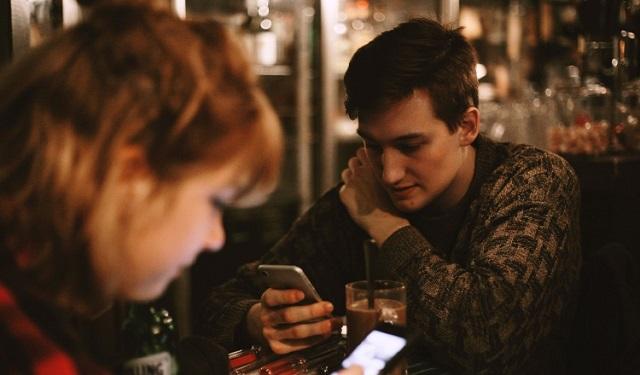 Un individuo que controla la vida online de su pareja se enfrentará a las consecuencias de sus acciones. Foto: Pxabay