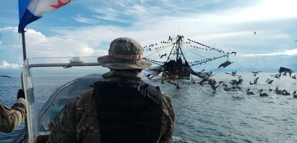 Arap y el Senan detectan cuatro embarcaciones realizando pesca ilegal