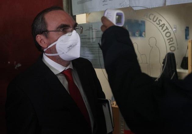 Rolando López cumple con la medida de prevención antes de ingresar al Sistema Penal Acusatorio. Foto Víctor Arosemena