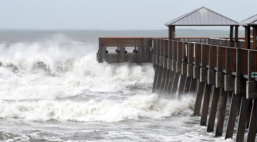Nueve, aun no nombrada tormenta, descarga viento y lluvia en el Caribe