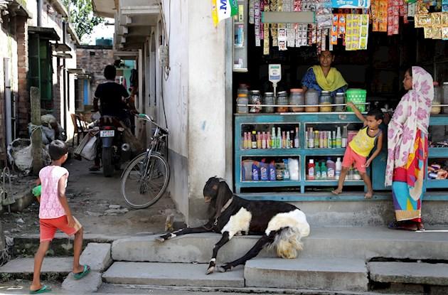 Diez muertos por consumo de desinfectante en India tras prohibición de venta de licor