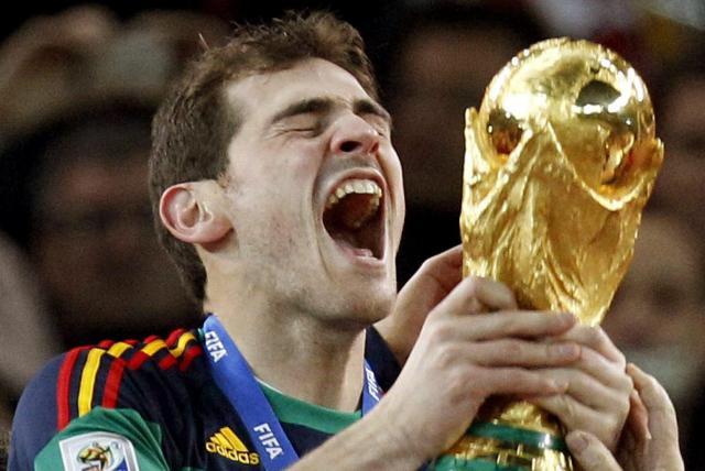 Iker Casillas se retira del fútbol profesional
