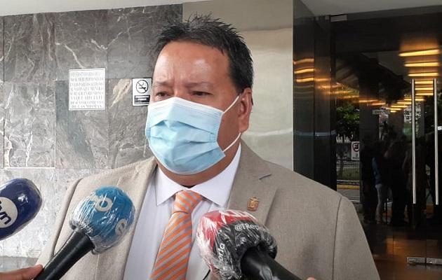 Jefe de la bancada del PRD destaca vicios inconstitucionales en proyecto de reducción salarial