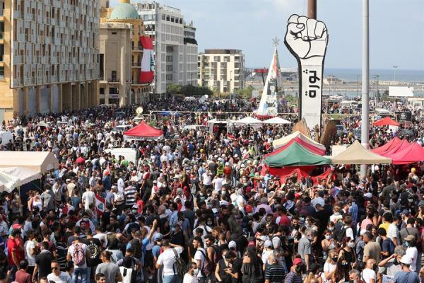 Enfrentamientos entre manifestantes y la policía frente al Parlamento en Beirut