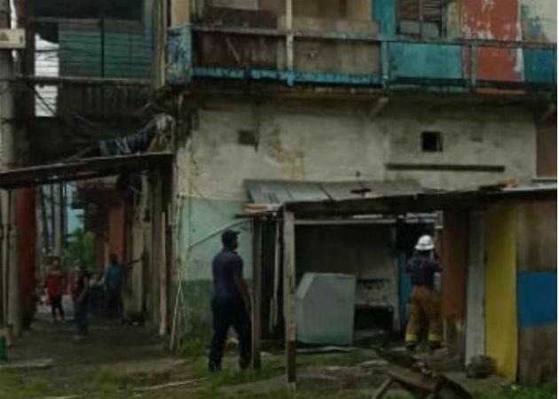 El viejo caserón está ubicado en calle 12 y 13, avenida Herrera, Colón. Fotos: Diómedes Sánchez S.