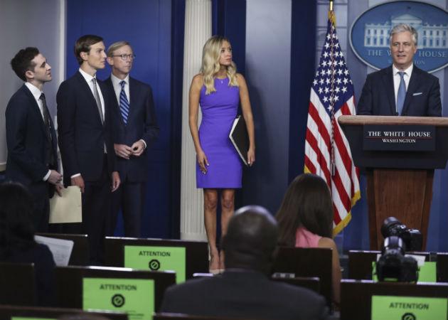 El asesor de seguridad nacional de EE.UU., Robert O'Brien, dijo que el presidente Trump espera que la firma del acuerdo entre ambos países árabes sea en la Casa Blanca. Fotos: EFE.