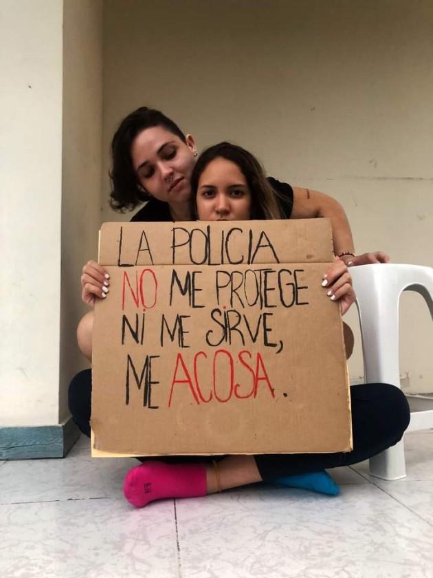 PolicíaNacional se disculpa ante retención de dos mujeres por besarse en espacios públicos