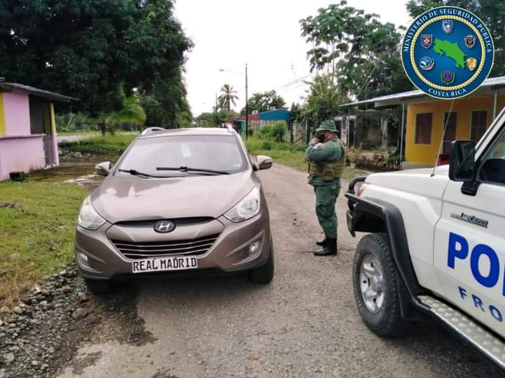 Ticos interceptan cargamento de batas estériles que salieron de Panamá