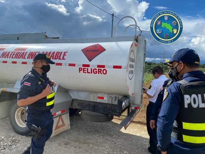 Retienen camión cargado de gasolina en Coto Brus que salió de Panamá