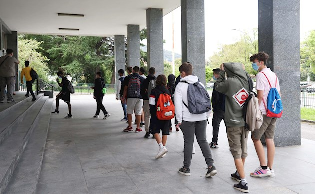 Italia abrirá los colegios con seguridad aunque prevé dificultades
