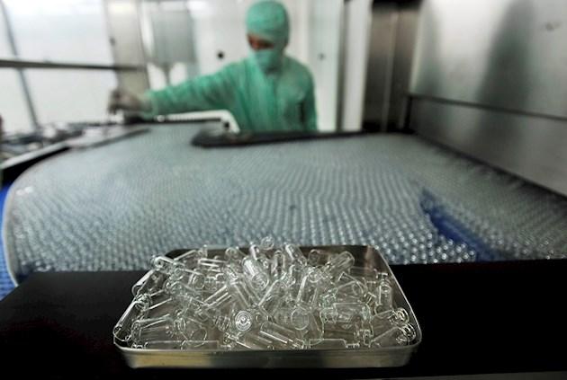 China autoriza las pruebas de la primera vacuna contra el coronavirus por espray nasal