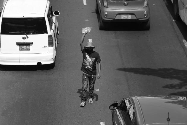 Del trabajo formal a la informalidad en los semáforos