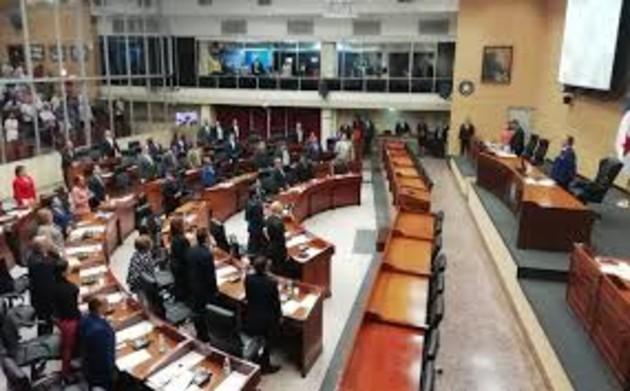 Proyecto de ley que busca reducir los salarios a altos funcionarios jerárquicos se quedaría solo en promesa