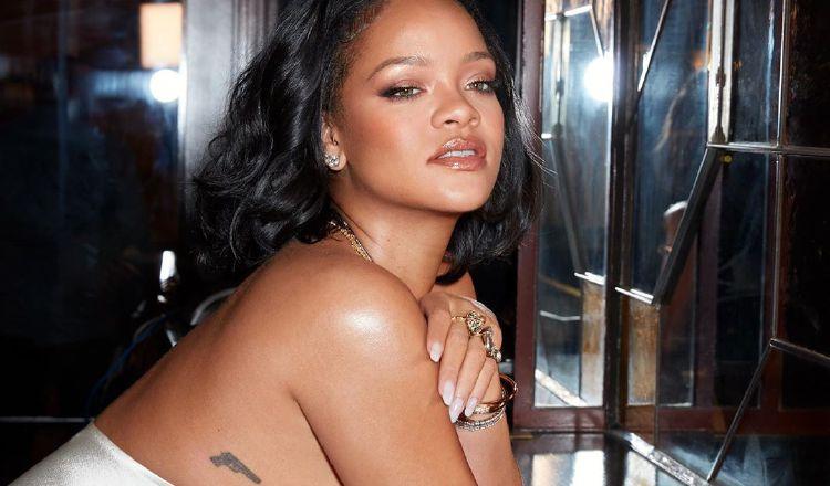 Rihanna aboga por leyes más estrictas contra las personas que critican en redes sociales