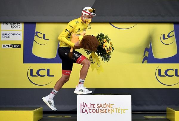 Pogacar con un triunfo histórico ante Roglic, virtual ganador del Tour de Francia