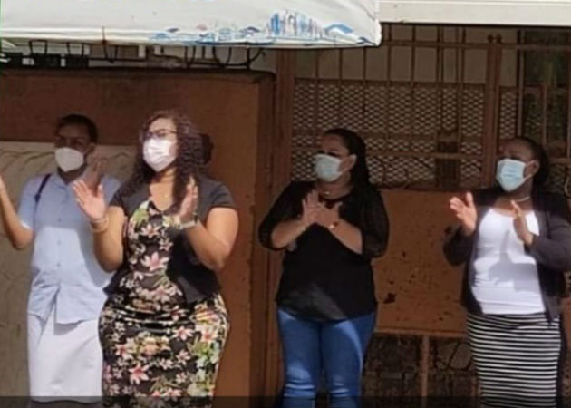 Docentes de la escuela Santa María de Belén en Colón, protestan exigiendo pago de sus salarios