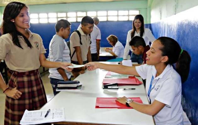 Estudiantes extranjeros que tengan más de 10 años de vivir en Panamá tienen derecho al PASE-U o becas otorgadas por el Ifarhu