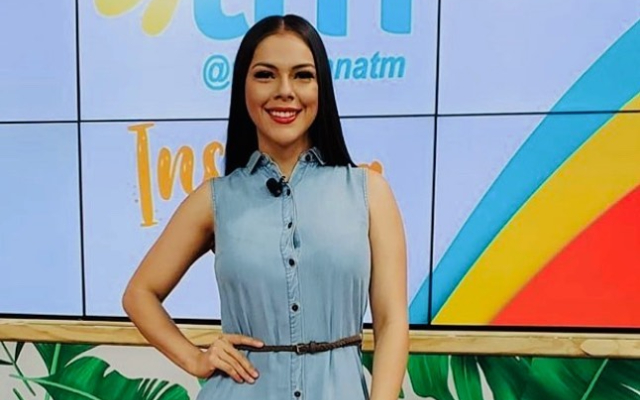 Doralis Mela presentadora del programa folklórico