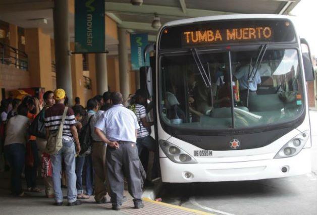 Minsa anuncia que horario escalonado se mantiene para la construcción, entidades privadas, públicas y centros comerciales