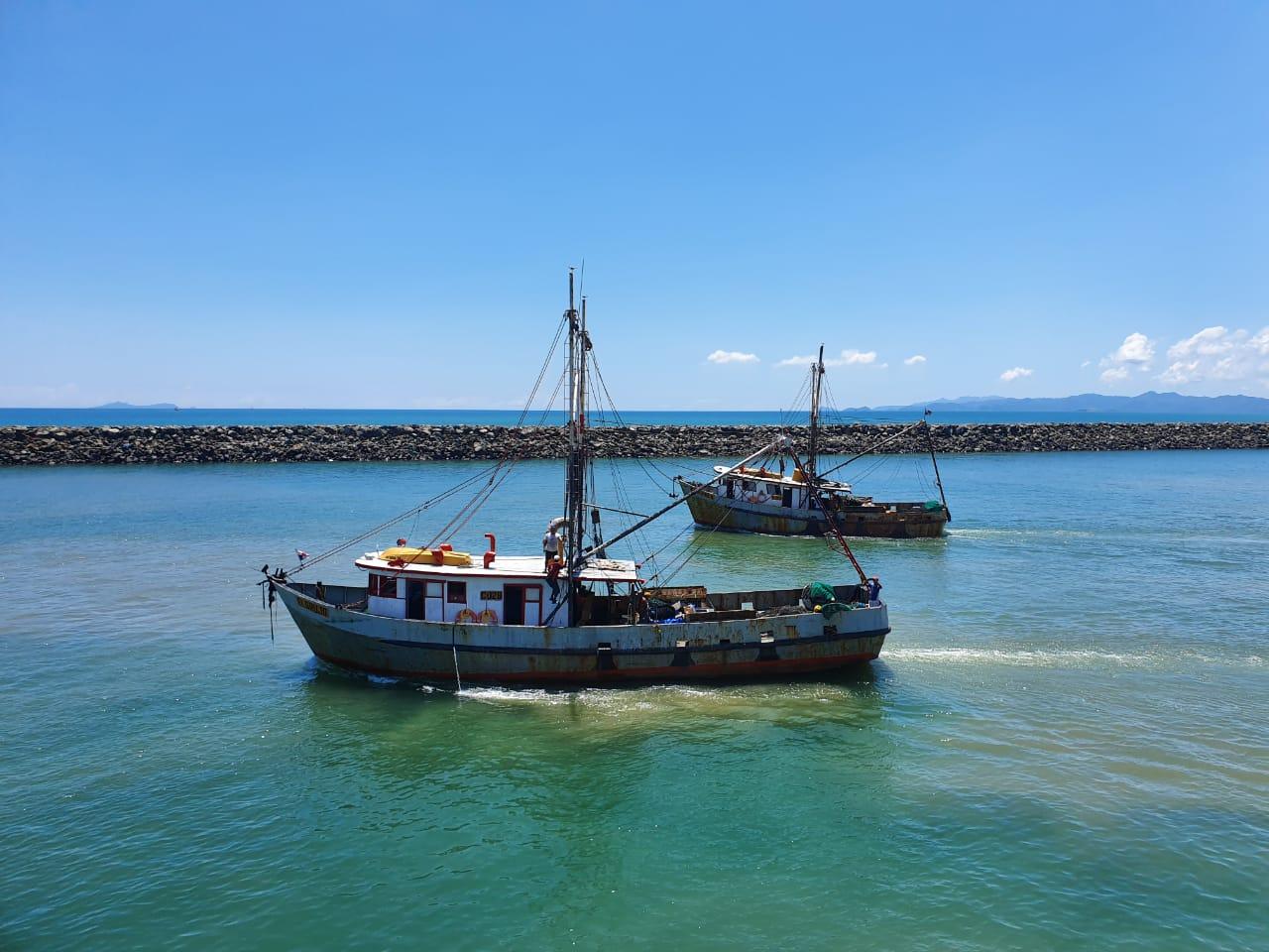 Más de 400 trabajadores del mar reactivan actividad camaronera
