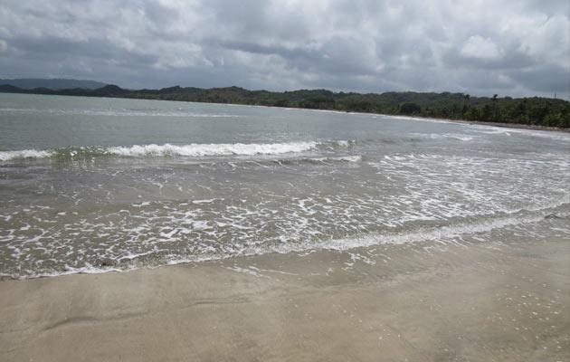 Ministro de Salud advierte que abrirán las playas, pero no permitiránlos paseos ni licor