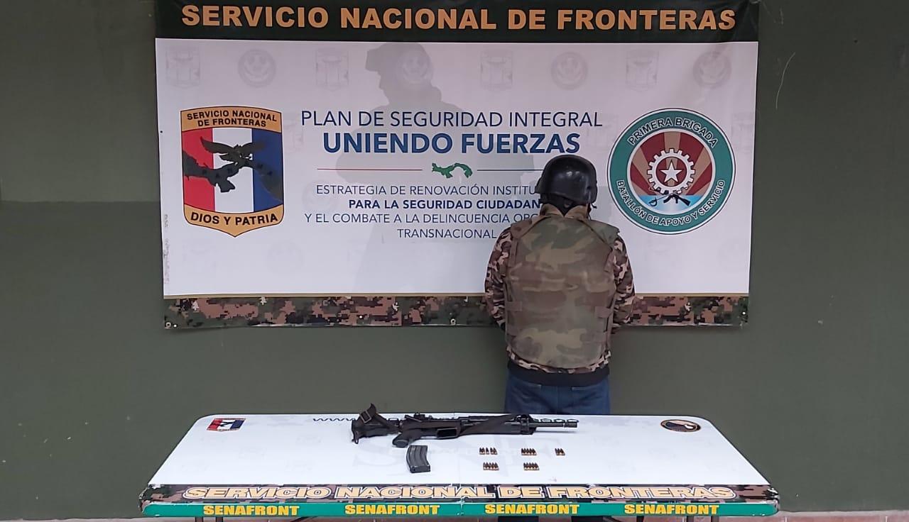 Capturan a un colombiano con un fusil de guerra en el área del Darién