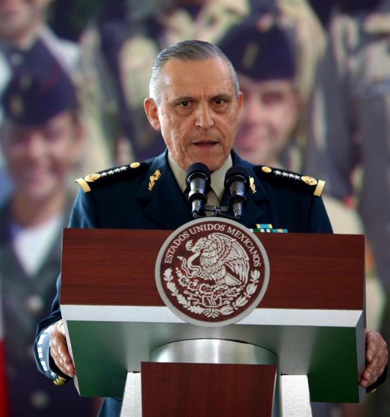 Acusan a Salvador Cienfuegos, secretario de Defensa de Enrique Peña Nieto, de narcotráfico y blanqueo de dinero