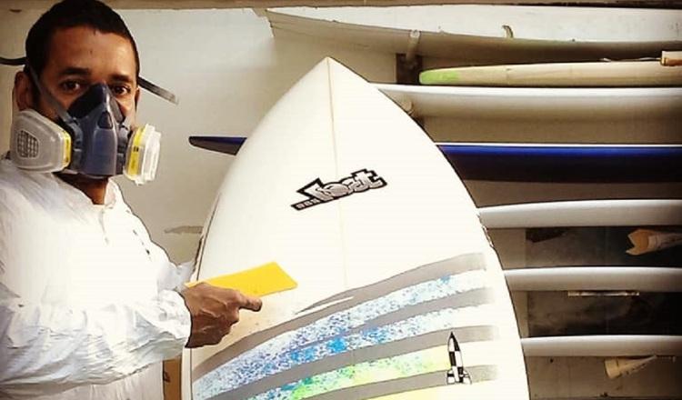 ¡Cumple su sueño! Evelio Castillo se consolida como el único fabricante panameño de tablas de surf en EE.UU.