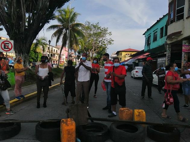 Vendedores de legumbres y verduras exigen la destitución del administrador del Mercado Público de Colón