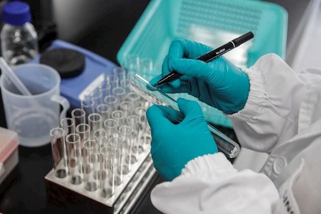 Moderna concluye la inscripción de 30 mil personas para prueba de su vacuna