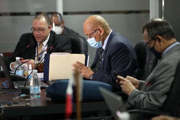 Ministro de Economía y Finanzas, Héctor Alexander.