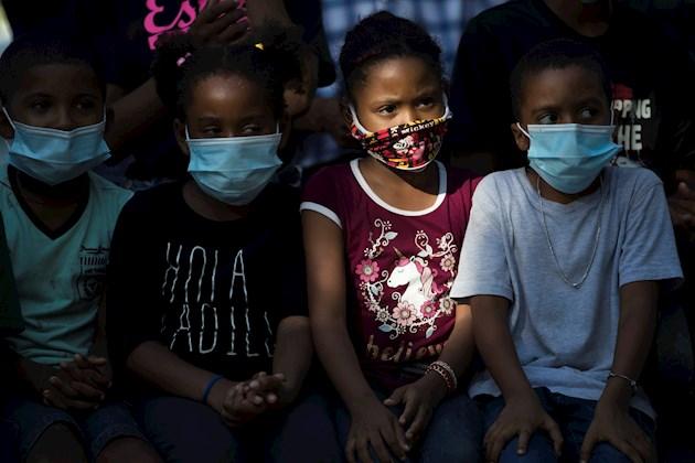 Francia amplía el uso de la mascarilla a partir de los seis años de edad, tras pandemia de COVID-19