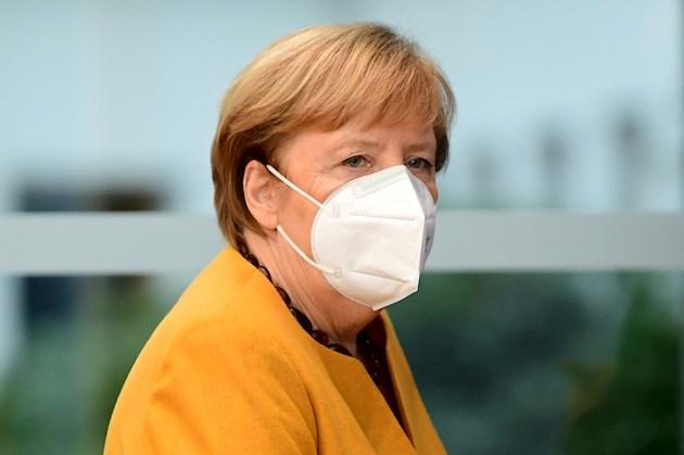 Ángela Merkel no descarta tener que prolongar las nuevas restricciones por la COVID-19