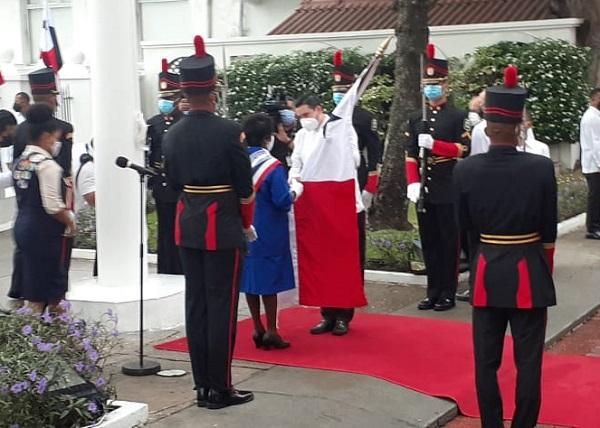 Muchachas Guías de Panamá reciben el Pabellón Nacional en la celebración del Día de los Símbolos Patrios