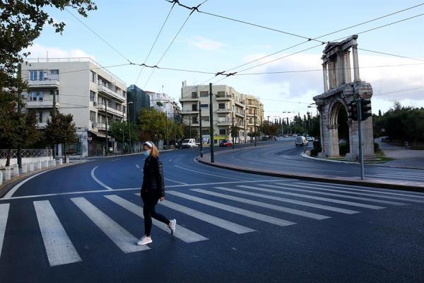 Calles de Grecia están vacías en la primera jornada de su segundo confinamiento