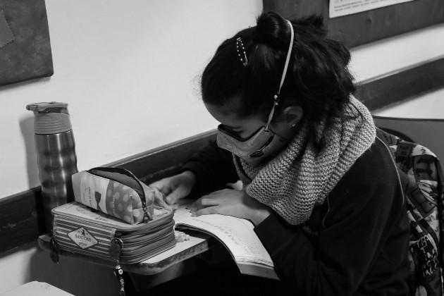 La presencia estudiantil en el sistema educativo a distancia es 39.5% menor que la del sistema presencial del año pasado. Foto: EFE.