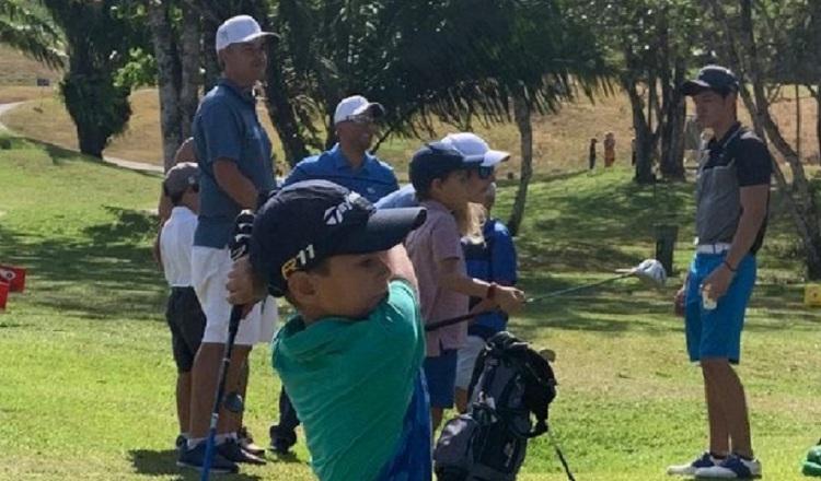 Pequeños golfistas vuelven a la cancha con el Tour Semillero