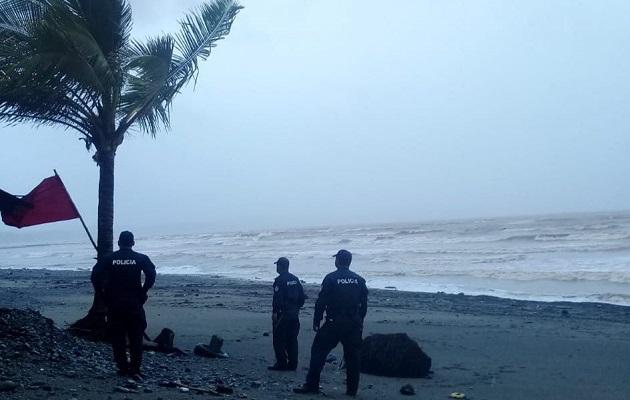 Iota ocasiona fuertes vientos y lluvias en Panamá, mientras aparece la amenaza de un nuevo ciclón