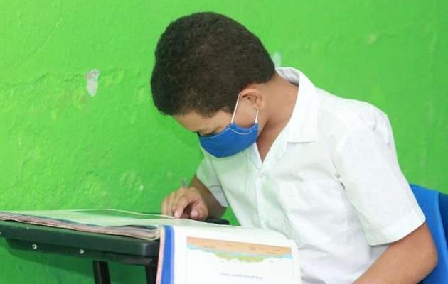 Meduca pone a prueba en Los Santos su modelo híbrido: clases presenciales y a distancia
