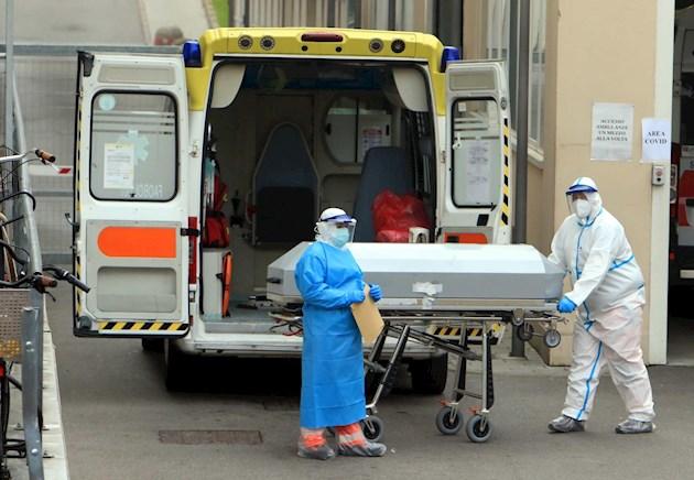 Italia mantiene la cautela con un muerto por COVID-19 cada dos minutos