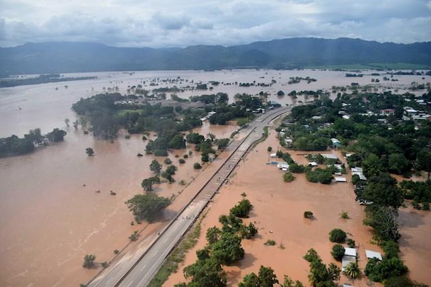 Bajan las aguas en Honduras pero sigue el peligro por los daños que dejó Iota